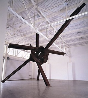 Mark Di Suvero, Evviva Amore, 2001 Steel, 424 × 564 × 360 inches (10.8 × 14.3 × 9.1 m