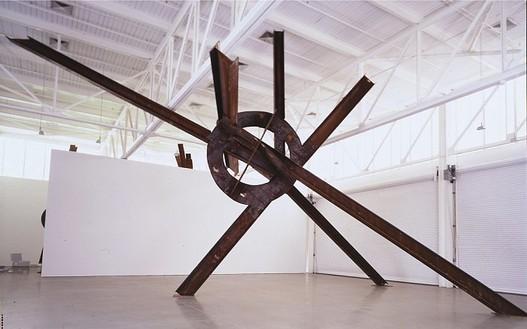 Mark Di Suvero, Evviva Amore, 2001 Steel, 424 × 564 × 360 inches (10.8 × 14.3 × 9.1 m)