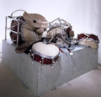 Claes Oldenburg, Drum Set, 1967 Mixed media, 48 × 72 × 84 inches (121.9 × 182.9 × 213.4 cm)