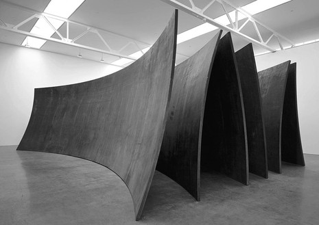 Richard Serra, Betwixt the Torus and the Sphere, 2001 Weatherproof steel, three spherical sections, three torus sections, 142 × 450 × 319 inches (360.7 × 1143 × 810.3 cm)© Richard Serra, photo by Rob McKeever