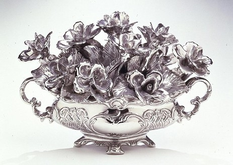 Jeff Koons, Flowers, 1986 Stainless steel, 12 ½ × 18 × 12 1/3 inches (32 × 46 × 31 cm), edition of 3