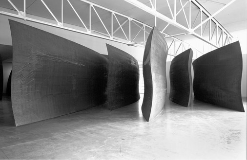 Richard Serra, Wake, 2003 Weatherproof steel, 14' × 75' × 46' (4.2 × 19 × 14 m)© Richard Serra, photo by Rob McKeever