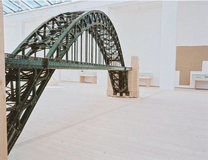 Chris Burden, Tyne Bridge, 2002 Powder coated and made to order Meccano metal toy parts construction parts and wood towers, 372 × 60 × 111 inches (944.9 × 152.4 × 281.9 cm)