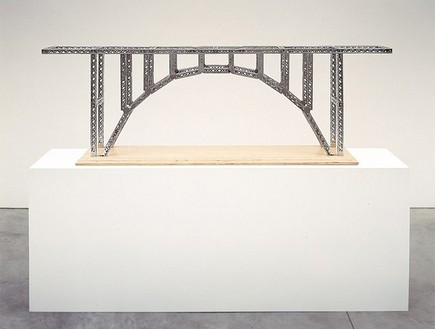 Chris Burden, Victoria Falls Bridge, 2003 Stainless steel reproduction Mysto Type I Erector parts and wood base, 24 ¼ × 78 × 8 ¾ inches (61.6 × 198.1 × 22.2 cm), edition of 6© Chris Burden/Licensed by The Chris Burden Estate and Artists Rights Society (ARS), New York. Photo: © Douglas M. Parker Studio