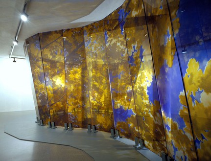 Brian Clarke, Lamina, 2005 (view 3) Wall: Triple laminate float glass and dot matrix; Base: painted steel, 144 × 1188 inches (366 × 3000 cm)