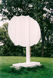 David Smith, Oval Node, 1963 Painted steel, 96 × 85 × 18 inches (243.8 × 215.9 × 45.7 cm)
