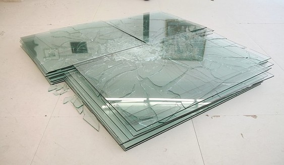 Barry Le Va, One Edge, Two Corners; On Center Shattered (Variation 13, Within the Series of Layered Pattern Acts), 1968–2007 28 sheets of glass, in 7 layers, 10 × 84 × 96 inches (25.4 × 213.4 × 243.8 cm)