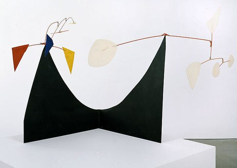 Alexander Calder, Double Headed, 1973 Sheet metal, wire and paint, 28 ½ × 51 ½ × 20 inches (72.4 × 130.8 × 50.8 cm)