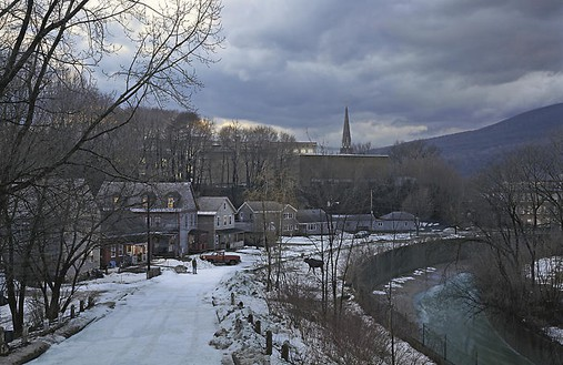 Gregory Crewdson, Untitled, winter 2006 Digital pigment print, framed: 58 ½ × 89 ½ inches (148.6 × 227.3 cm), edition of 6© Gregory Crewdson
