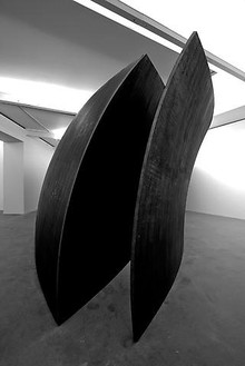 Richard Serra, Open Ended, 2007–08 Weatherproof steel, 149 ½ × 717 ½ × 290 ⅝ inches (379.7 × 1822.4 × 736.6 cm)Photo by Joshua M. White
