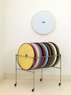 Robert Therrien, No title (disc cart II), 2006–08 Cart: stainless steel with plastic; Discs: steel with enamel and silkscreen on mounted paper with ink or graphite, 24 ¾ × 24 ¾ × 3 inches (62.8 × 62.8 × 7.6 cm)Photo by Joshua White