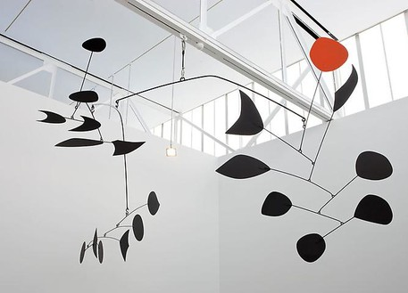 Alexander Calder, Rouge Triomphant (Triumphant Red), 1959–63 Sheet metal, rod, and paint, 110 × 230 × 180 inches (279.4 × 584.2 × 457.2 cm)