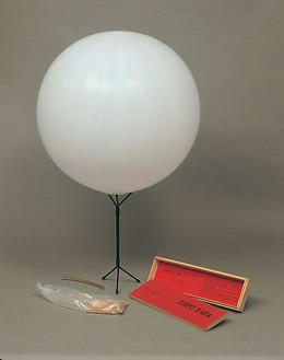 Piero Manzoni, Corpo d'aria, 1959–60 Wood box, rubber balloon, mouthpiece and base, 16 11/16 × 4 ⅞ × 1 ⅞ inches (42.5 × 12.4 × 4.8 cm)Photo: Archivio Opera Piero Manzoni