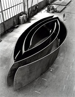 Richard Serra, Open Ended, 2007–08 Weatherproof steel, 12 feet 5 ½ inches × 59 feet 9 ½ inches × 24 feet 2 ⅝ inches (3.8 × 18.2 × 7.37 m)© Richard Serra/Artists Rights Society (ARS), New York. Photo: Lorenz Kienzle