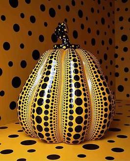 Yayoi Kusama, Pumpkin: medium, 2008 Fiberglass reinforced plastic, 68 ¾ × 70 ¾ × 74 ¼ inches (175 × 180 × 190 cm)