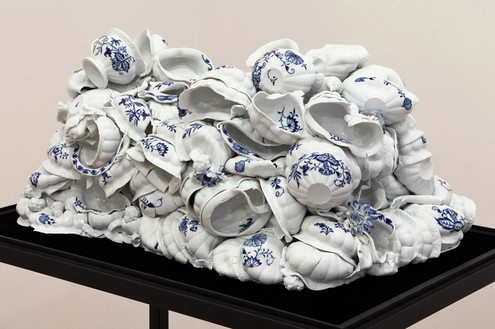 Anselm Reyle, Untitled, 2011 (detail) Porcelain in glass display, 55 1/16 × 34 ⅜ × 21 ⅜ inches overall (140 × 87 × 54 cm)Photo by Costas Picadas