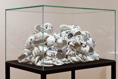 Anselm Reyle, Untitled, 2011 Porcelain in glass display, 55 1/16 × 34 ⅜ × 21 ⅜ inches overall (140 × 87 × 54 cm)Photo by Costas Picadas