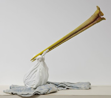 Robert Therrien, No title (Stork beak model), 1996–2011 Plastic, cotton, and steel, 47 inches × dimensions variable (119.4 cm × dimenstions variable)© Robert Therrien, photo by Josh White