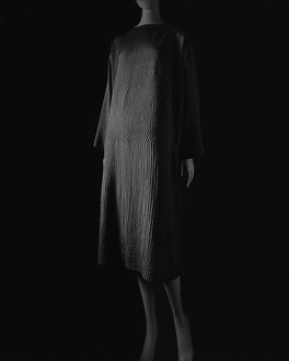 Hiroshi Sugimoto, Stylized Sculpture 023, designer: Vionnet, 2007 Gelatin silver print, 58 ¾ × 47 inches unframed (149.2 × 119.4 cm), edition of 5