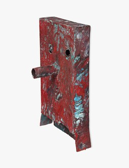 Mark Grotjahn, Untitled (Red and Blue For Maddy Mask M2.b), 2011–12 Painted bronze, 20 ½ × 12 ¼ × 7 ½ inches (52.1 × 31.1 × 19 cm)© Mark Grotjahn