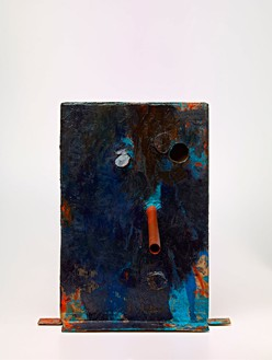 Mark Grotjahn, Untitled (Dark Blue Over Light Blue Orange Brown Nose Morgan Mask M21.b), 2012  Painted bronze, 33 ¾ × 29 ½ × 32 inches (85.7 × 74.9 × 81.3 cm)© Mark Grotjahn