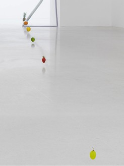 Urs Fischer, To be titled, 2012 Nylon filament and fresh fruit, dimensions variable© Urs Fischer. Photo: Stefan Altenburger