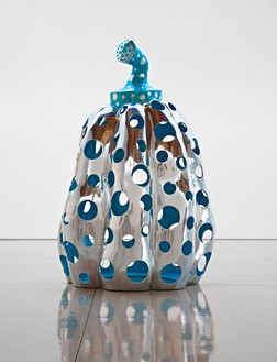 Yayoi Kusama, Reach Up to the Universe, Dotted Pumpkin, 2010 Aluminum, paint, 78 ¾ × 51 × 51 inches (200 × 129.5 × 129.5 cm)Photo by Douglas M. Parker Studio