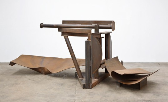 Anthony Caro, Solitude, 2012 Steel, rusted, 62 3/16 × 165 × 68 ⅞ inches (158 × 419 × 175 cm)© Barford Sculptures Ltd, photo by John Hammond