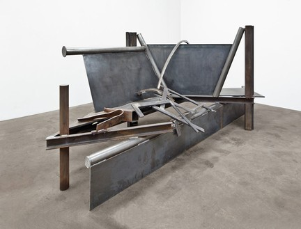 Anthony Caro, Horizon, 2012 Steel, rusted, 70 1/16 × 158 ¼ × 68 ⅛ inches (178 × 402 × 173 cm)© Barford Sculptures Ltd, photo by John Hammond
