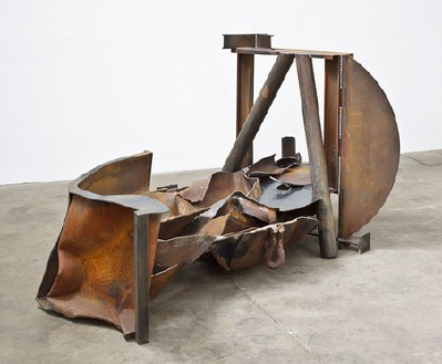 Anthony Caro, The Brook, 2012 Steel, rusted, 52 ⅜ × 105 ⅛ × 53 9/16 inches (133 × 267 × 136 cm)© Barford Sculptures Ltd, photo by John Hammond