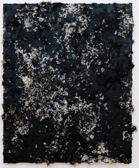 Dan Colen, Dis is de end!, 2012 Tar and feathers on canvas, 73 × 59 inches (185.4 × 149.9 cm)© Dan Colen