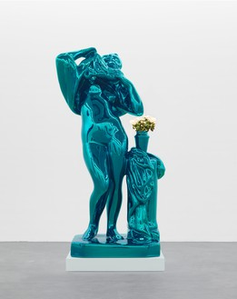 Jeff Koons, Metallic Venus, 2010–12 Mirror-polished stainless steel with transparent color coating 100 × 52 × 40 inches (254 × 132.1 × 101.6 cm), 1 of 5 unique versions © Jeff Koons. Photo: Rob McKeever