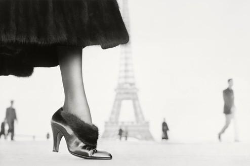 Richard Avedon, Shoe by Perugia, Place du Trocadéro, Paris, August 1948, 1948 © The Richard Avedon Foundation
