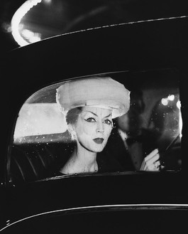 Richard Avedon, Dovima, hat by Balenciaga, Maxim's, Paris, August 4, 1955, 1955 © The Richard Avedon Foundation