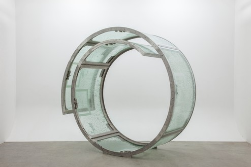 Dan Colen, The Slim Reaper, 2014 Stainless steel and glass, 101 × 101 × 42 inches (256.5 × 256.5 × 106.7 cm)© Dan Colen