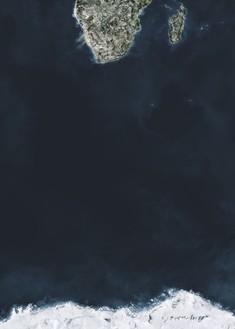 Andreas Gursky, Ocean IV, 2010 Inkjet print, framed: 134 ¼ × 98 ¼ × 2 ½ inches  (341 × 249.6 × 6.4 cm), edition of 6© Andreas Gursky/VG Bild-Kunst, Bonn 2014
