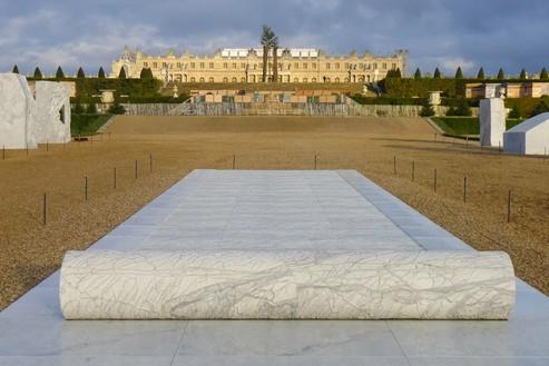 Giuseppe Penone, Sigillo, 2012 White Carrara marble, 19 ⅞ × 779 ½ × 159 7/16 inches (50.5 × 1,980 × 405 cm)© Archivio Penone