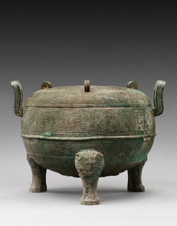 Monumental archaic vessel with cover (ding), late Spring and Autumn period (770–481 BCE) Bronze with green and brown patina and malachite crystallization, height: 17 ¾ inches (45 cm), width: 23 ¾ inches (60.5 cm)Photo: Frédéric Dehaen, Studio Roger Asselberghs