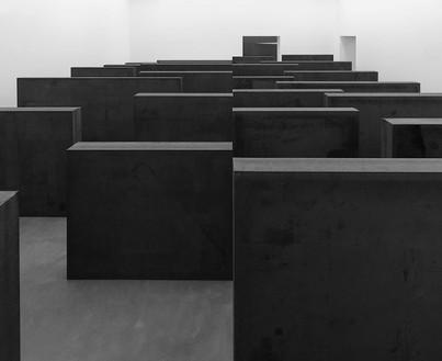 Richard Serra, Ramble, 2014 Weatherproof steel, 24 plates, overall: 6 feet × 39 feet 3 inches × 31 feet 6 inches (1.83 × 11.96 × 9.6 m)© Richard Serra/Artists Rights Society (ARS), New York. Photo: Mike Bruce