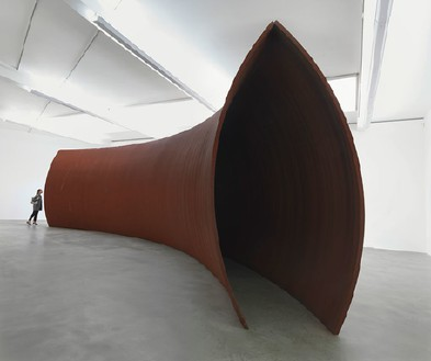 Richard Serra, Backdoor Pipeline, 2010 Weatherproof steel, 12 feet 5 ⅝ inches × 49 feet 10 ½ inches × 12 feet 9 inches (3.8 × 15.2 × 3.9 m)© Richard Serra/Artists Rights Society (ARS), New York. Photo: Mike Bruce
