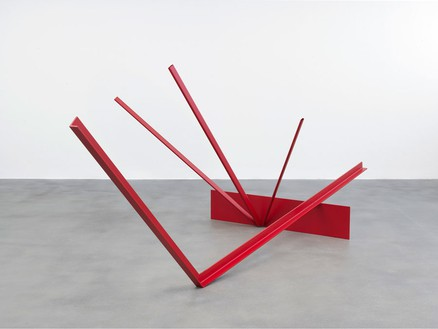 Anthony Caro, Wide, 1964 Steel, and aluminium, painted, 58 ⅞ × 60 1/16 × 160 1/16 inches (149.5 × 152.5 × 406.5 cm)Photo by Mike Bruce