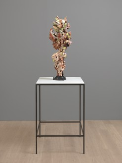 Glenn Brown, Woman II, 2015 Oil paint over acrylic, steel structure and bronze, marble base, vitrine, 38 ⅝ × 13 ¾ × 13 ¾ inches (98 × 35 × 35 cm)© Glenn Brown. Photo: Mike Bruce
