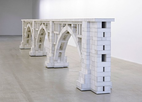 Chris Burden, Three Arch Dry Stack Bridge, ¼ Scale, 2013 974 hand-cast concrete blocks and wood base, 46 × 332 ½ × 21 inches (116.8 × 844.6 × 53.3 cm)© Chris Burden/Licensed by The Chris Burden Estate and Artists Rights Society (ARS), New York. Photo: Thomas Lannes