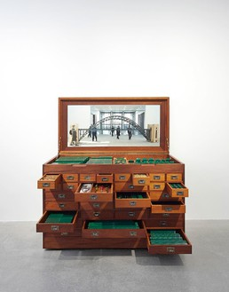 Chris Burden, Tyne Bridge Kit, 2004 Powder-coated and made-to-order Meccano metal toy construction parts with wood cabinet on casters, 42 ½ × 65 ½ × 32 ¼ inches (108 × 166.4 × 81.9 cm), edition of 2© Chris Burden/Licensed by The Chris Burden Estate and Artists Rights Society (ARS), New York. Photo: Thomas Lannes