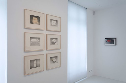 Installation view Artwork (left) © Ed Ruscha. Photo: Zarko Vijatovic