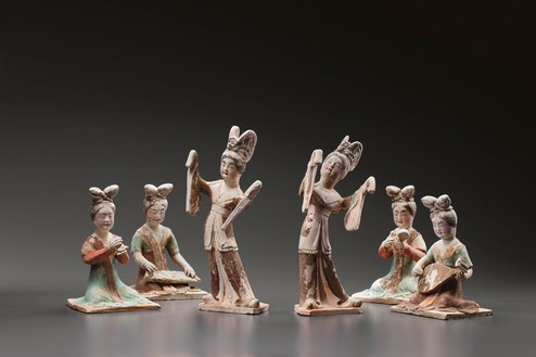 Court lady musicians and dancers, Tang dynasty (618–907)—early 8th century Beige earthenware with black, red, green, and brown pigments, set of 6; dancers, height: 11–11 ⅜ inches (28–29 cm); musicians, height: 7 ⅛–7 ½ inches (18–19 cm)