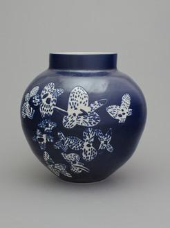 Shio Kusaka, (flower 1), 2014 Stoneware, 17 ¾ × 17 ¾ × 17 ¾ inches (45.1 × 45.1 × 45.1 cm)