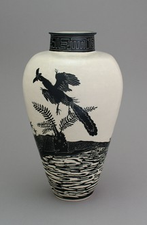 Shio Kusaka, (dinosaur 15), 2014 Stoneware, 25 ¼ × 14 ¾ × 14 ¾ inches (64.1 × 37.5 × 37.5 cm)