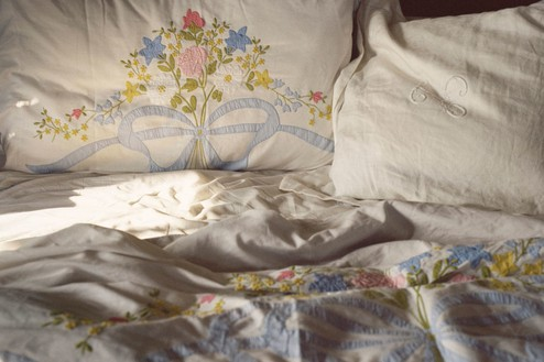 Linda and Mary McCartney, Mum's Side of the Bed, 1998 C-type print© Mary McCartney