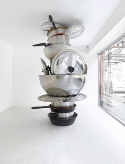 Robert Therrien, No title (pots and pans II), 2008 Metal and plastic, 108 × 66 × 80 inches (274.3 × 167.6 × 203.2 cm)Photo by Mike Bruce